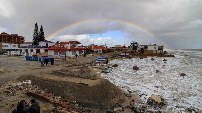El tornado se lleva un tercio de la campaña en fincas de Lepe y Cartaya