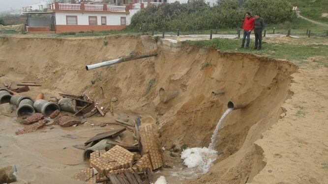 Destrozos ocasionados por el temporal en el litoral de Mazagón.
