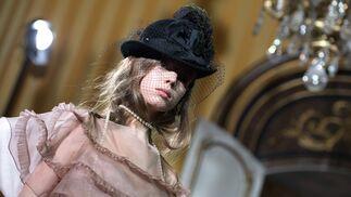 Galliano, por una mujer sin formas preestablecidas