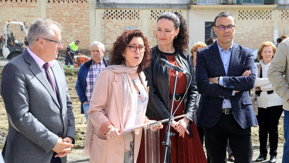 Imágenes de la colocación de la primera piedra del nuevo centro de salud en Gibraleón