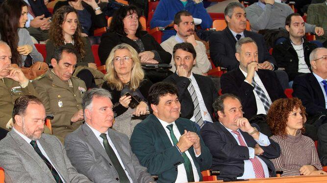 José Luis García-Palacios, presidente de la FOE; Francisco Romero, delegado del Gobierno; Gabriel Cruz, alcalde de Huelva; Tomás Valiente, adjunto al presidente del Grupo Joly y María Eugenia Limón, diputada de Empresa.