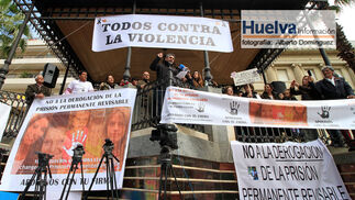 Imágenes de la manifestación contra la derogación de la prisión permanente revisable celebrada en Huelva