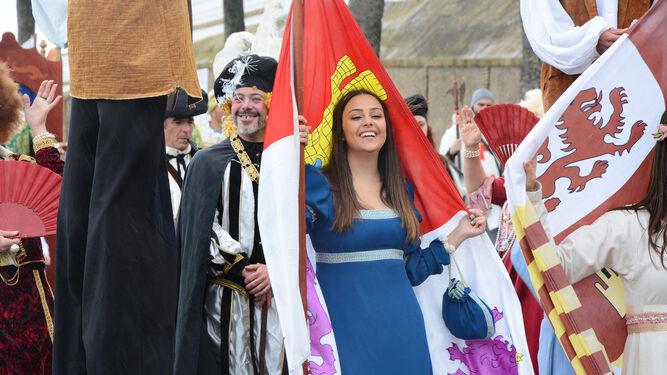 Una de las doncellas en el desfile.