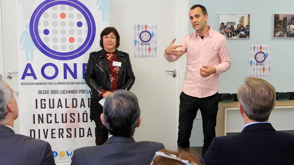Aones galardona a entidades y administraciones en su sede, en imágenes