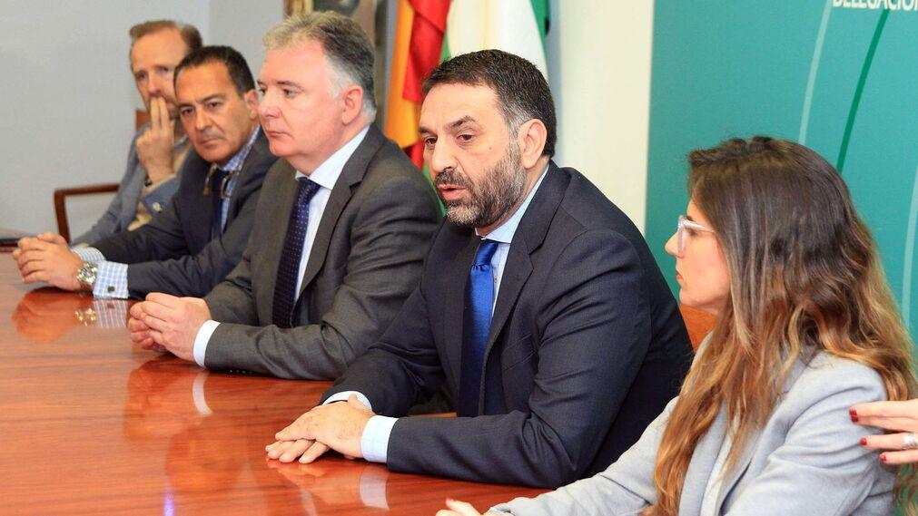 El consejero de Turismo, Francisco Javier Fernández, presenta el Plan especial de promoción de las playas de Huelva, en imágenes