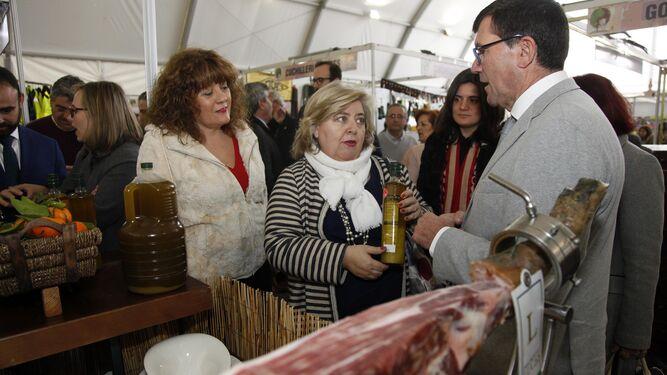 El alcalde, Antonio Betrán y la parlamentaria europea, Clara Aguilera.
