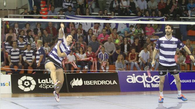 Haideé Ojeda y Pablo Abián disputaron el dobles mixto; en la imagen, en un partido en el Andrés Estrada este año.