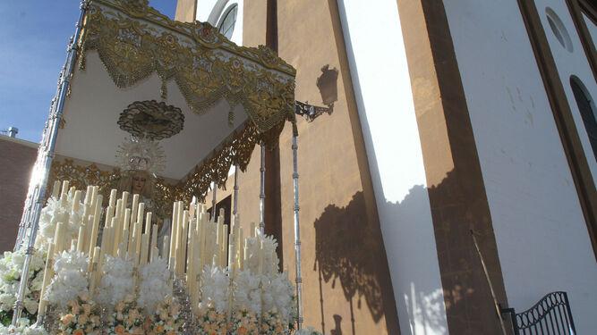 La Virgen de la Paz a su salida de la parroquia de San Sebastián.