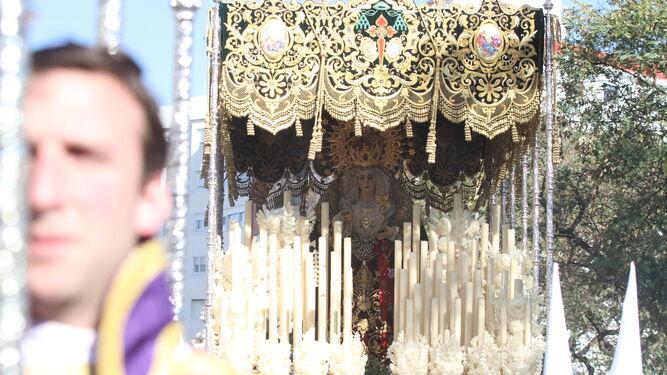 La Virgen del Amor, en un momento de su recorrido.