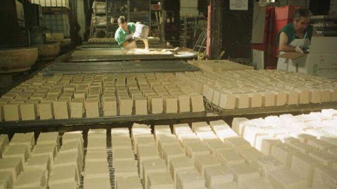 Fábrica de jabones con aceite reciclado en las dependencias de Madre Coraje.