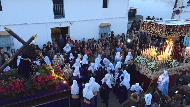 El Cristo de la Vera+Cruz, delante de la parroquia de Santiago.