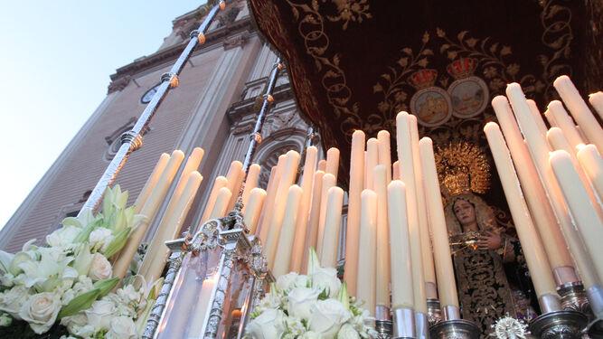 María Santísima de los Dolores nada más salir de la Catedral.