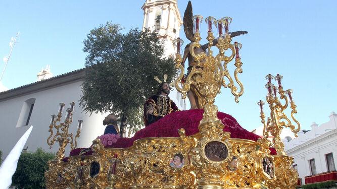 Paso de misterio de la Sagrada Oración de Nuestro Señor en el Huerto nada más salir de la Concepción.