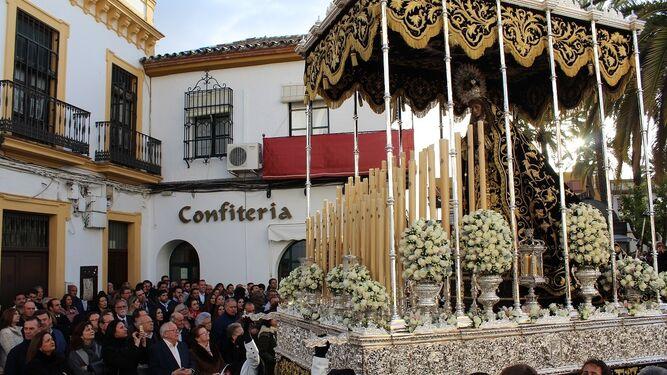 Paso procesional del Santo Entierro de Bollullos Par del Condado.