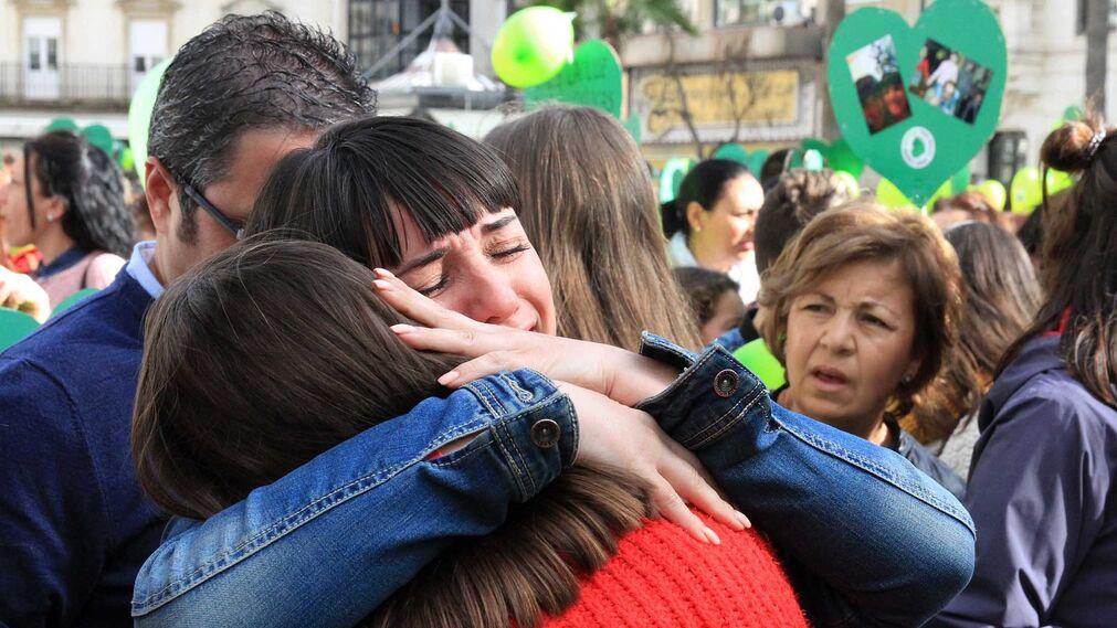 Imágenes de la concentración en la Plaza de las Monjas pidiendo justicia para las víctimas del doble crimen de Almonte