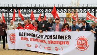Imágenes de la cadena humana organizada por UGT y CC.OO. con motivo de defender el sistema público de pensiones