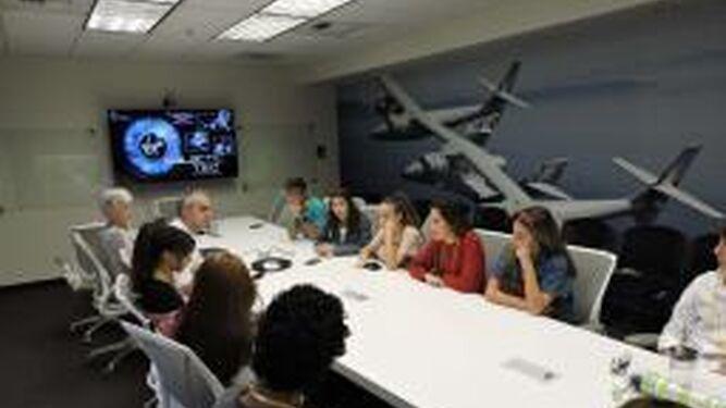 Los estudiantes visitaron el Jet Propulsion Laboratory, en Los Ángeles, y el instituto de educación secundaria La Cañada Highschool de California.