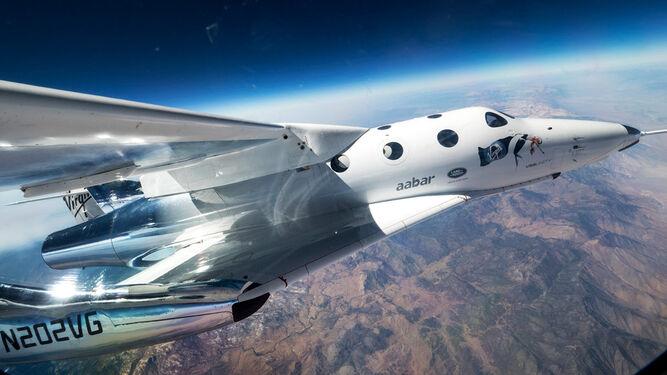 La compañía construye aeronaves para que vuelen turistas espaciales, actividad para la que obtuvo la licencia en 2016.
