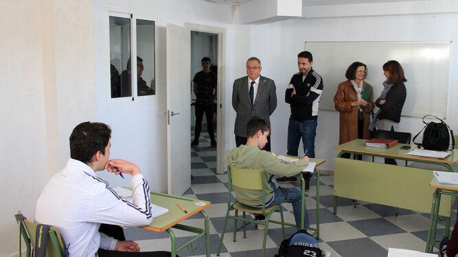Rafael López -izquierda- junto a Isidoro López en el Aula de Tiempo Fuera.