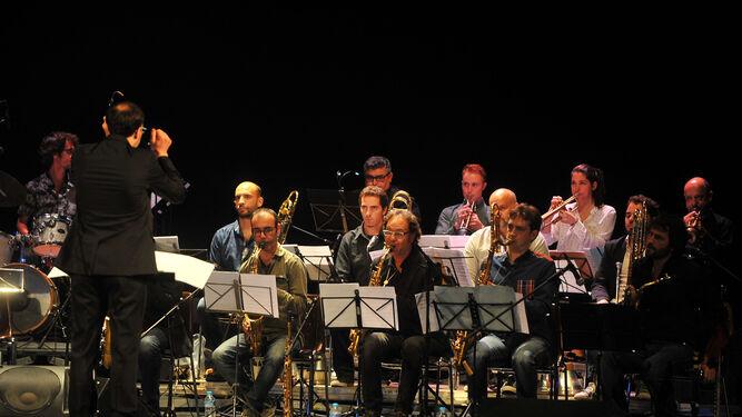 El director y algunos de los integrantes de la Andalucía Big Band.