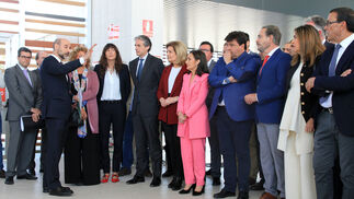 El ministro de Fomento, Íñigo de la Serna, inaugura junto a la ministra de Empleo y Seguridad Social, Fátima Báñez, la nueva estación de trenes de Huelva, en imágenes