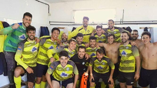 Los jugadores del CD Rubias festejan el ascenso en el vestuario, tras una temporada intensa y exitosa.