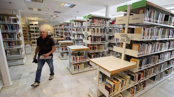 Una de las salas de la Biblioteca Provincial de Huelva.