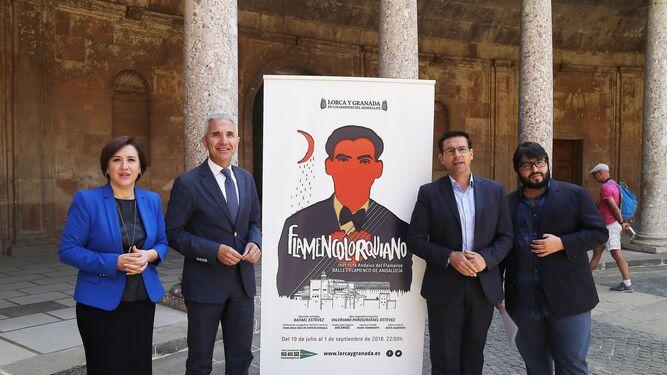 El consejero de Cultura (arriba) visitó la Alhambra para presentar la obra.
