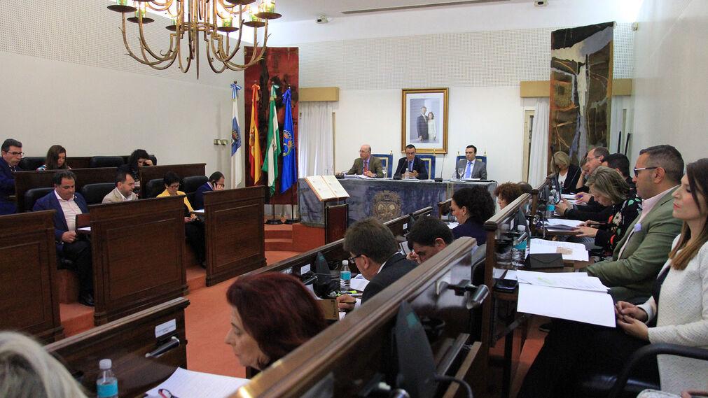 Imágenes del pleno de la Diputación