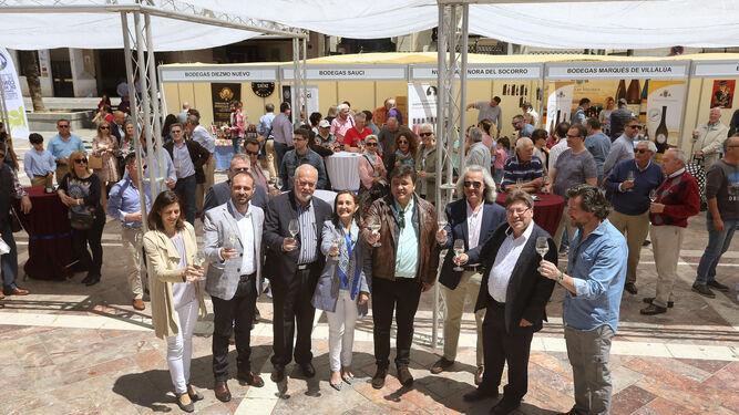 Algunas de las personas que probaron ayer vinos del Condado de Huelva.