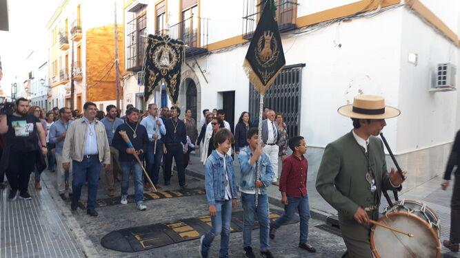 Un momento del traslado celebrado ayer por la Hermandad de Ayamonte.