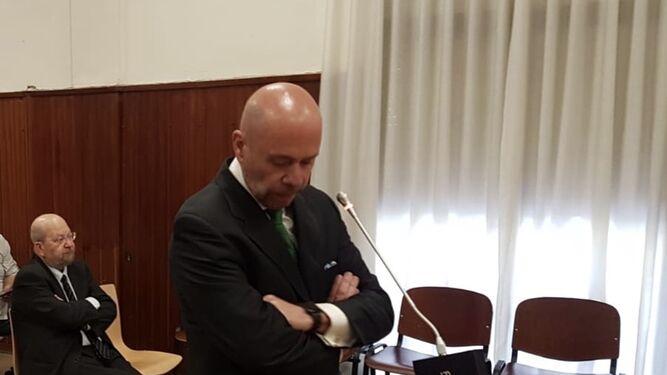 Pablo Comas, con gesto serio antes de comenzar su declaración.