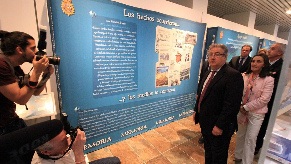 Juan Ignacio Zoido, ministro del Interior, presenta en la Comandancia de la Guardia Civil la nueva versión de AleryCops y el dispositivo del Rocío y posteriormente acude a la Diputación de Huelva para visitar la exposición sobre el terrorismo, en imágenes