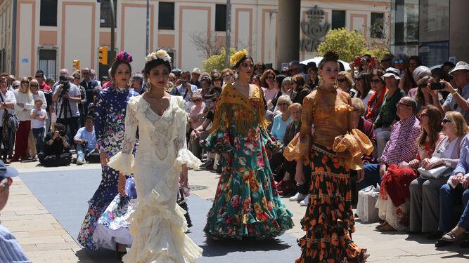 Una imagen del desfile 'Cajasol de Volantes', celebrado recientemente en Huelva, con numerosos trajes de flamenca.