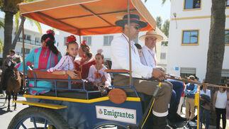 Imágenes de los caballistas, peregrinos a pie y carros de la Hdad de Emigrantes