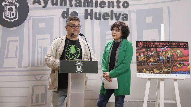 El director del Salón, Gerardo Macías, y la teniente de alcalde Elena Tobar.