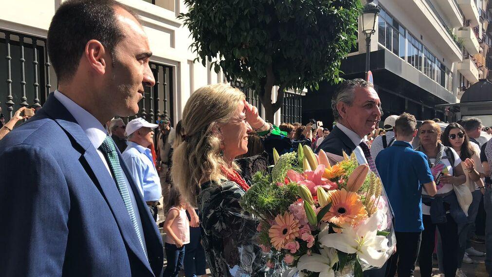 Entrega ramo de flores de Caja Rural del Sur.