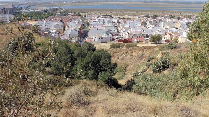 Bellas vistas a la Ría de Huelva que se pueden disfrutar desde los miradores naturales del cabezo del Conquero.