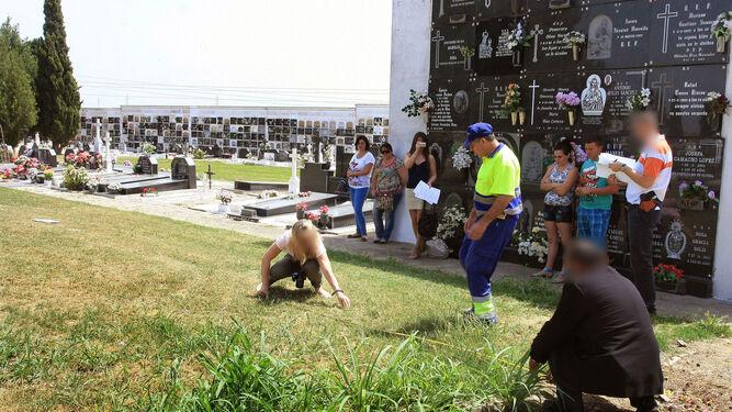 Actuación policial en la fosa común de La Soledad por el robo de neonatos.