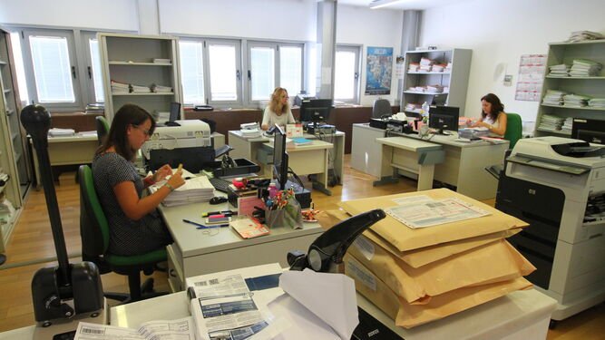 Los juzgados de lo social duplican su carga de trabajo for Oficina de empleo huelva