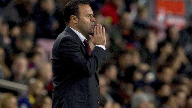 El nuevo entrenador del Decano basa su filosofía de juego en la solidez defensiva y la estrategia.