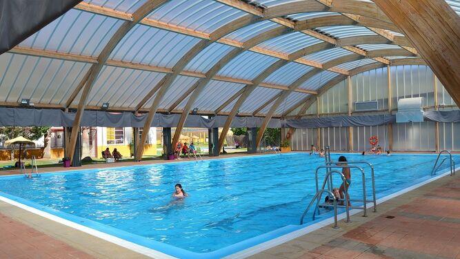 Chapuzones estivales en la piscina for Piscinas municipales palma