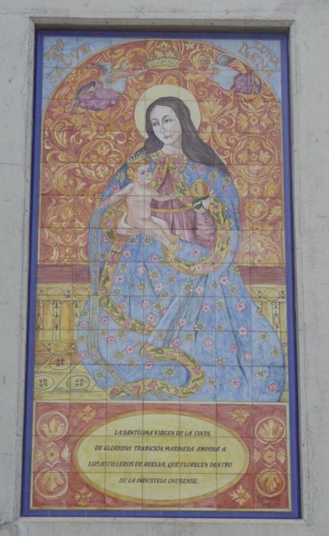 Retablo cerámico dedicado a la Virgen de la Cinta en Astilleros.