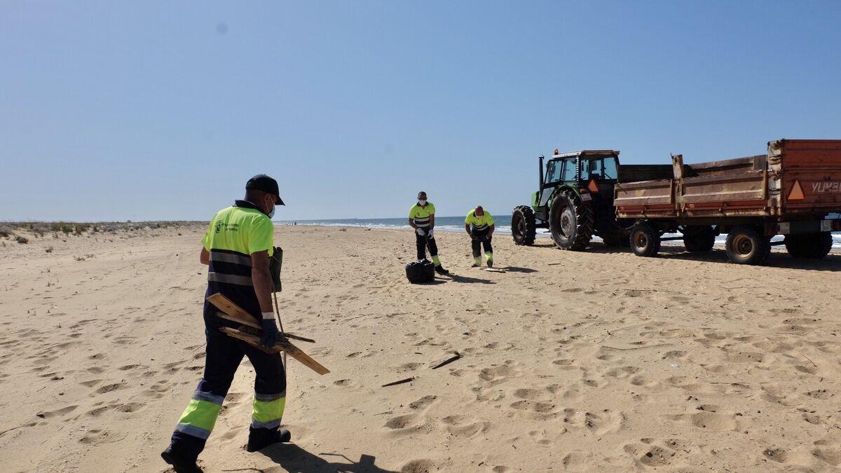 El Ayuntamiento de Huelva acomete una limpieza de...