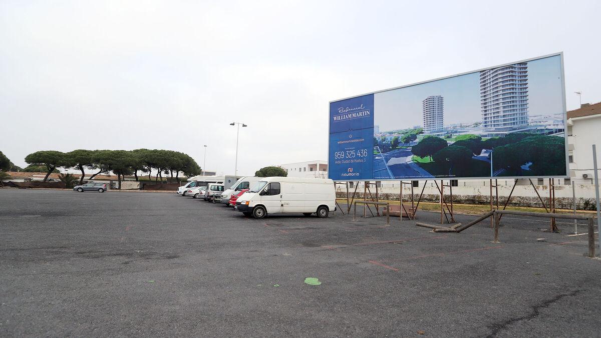 El juez suspende de forma cautelar el pleno que aprobó el procedimiento de venta de la parcela avenida Ciudad de Huelva de Punta Umbría