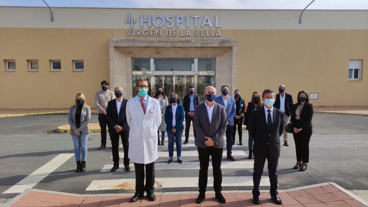 El alcalde de Lepe celebra el concierto con el hospital Virgen de la Bella como centro público