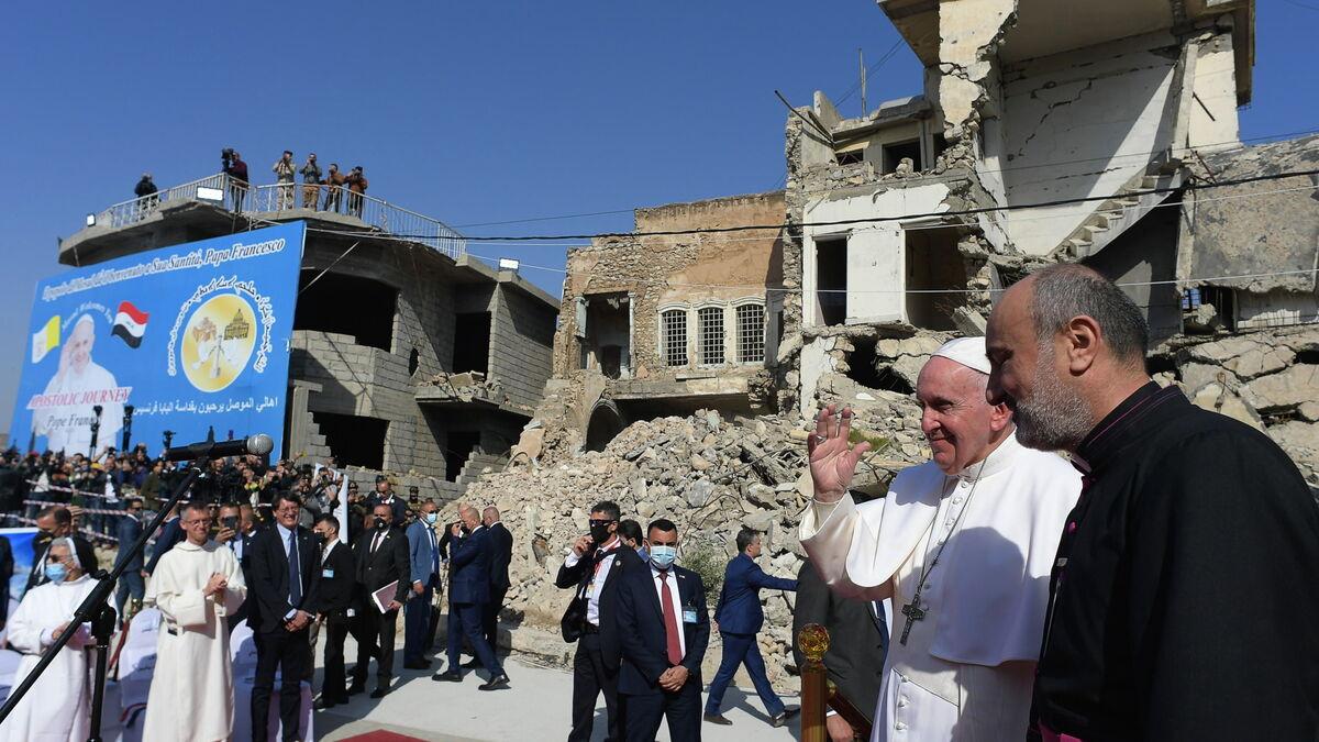 El Papa contempla en vivo las atrocidades del Daesh