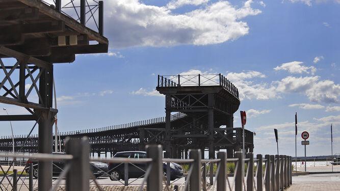 Imagen del Muelle de la Rio Tinto desde la calle Presidente Adolfo Suárez.